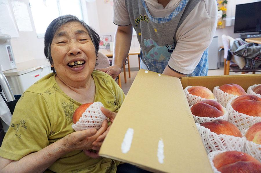 ご家族から届いた大きな桃