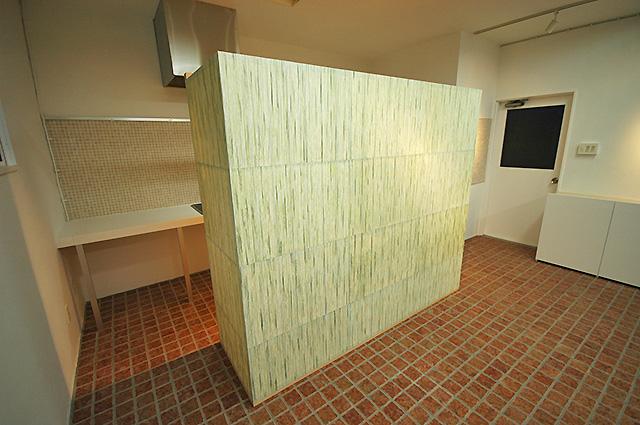 和紙の壁のオフィス